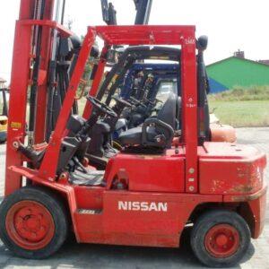 wozek-widlowy-uzywany-spalinowy-NISSAN-FJ02A25U