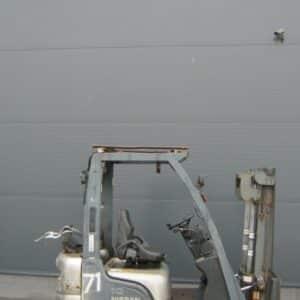 wozek-widlowy-uzywany-spalinowy-NISSAN-L01A10W