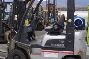 wozek-widlowy-uzywany-spalinowy-Nissan-N01L15HQ