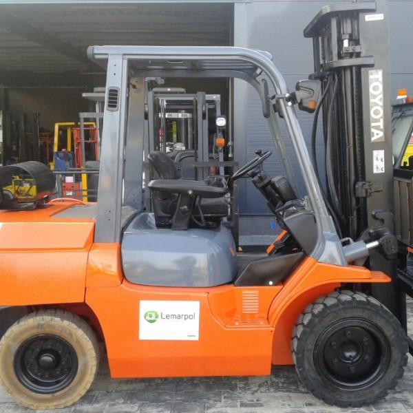 Wózek widłowy używany spalinowy LPG TOYOTA 02-7FG35
