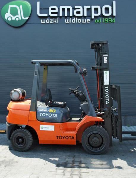 Wózek widłowy używany spalinowy LPG TOYOTA 02-7FGF30