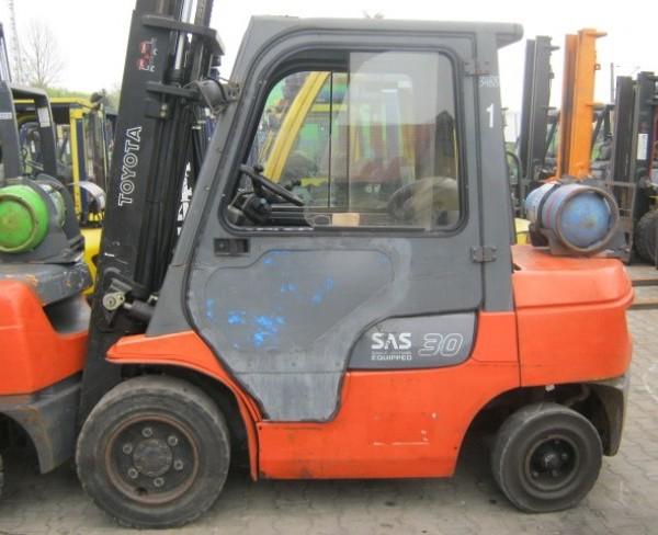 Wózek widłowy używany spalinowy LPG TOYOTA 02-7FGF30a