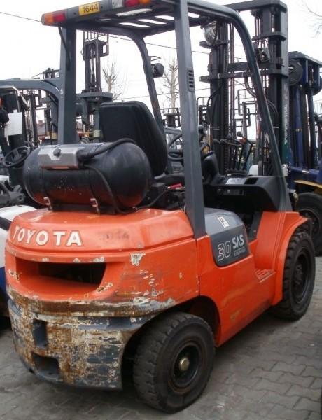 Wózek widłowy używany spalinowy LPG TOYOTA 02-7FGF30b