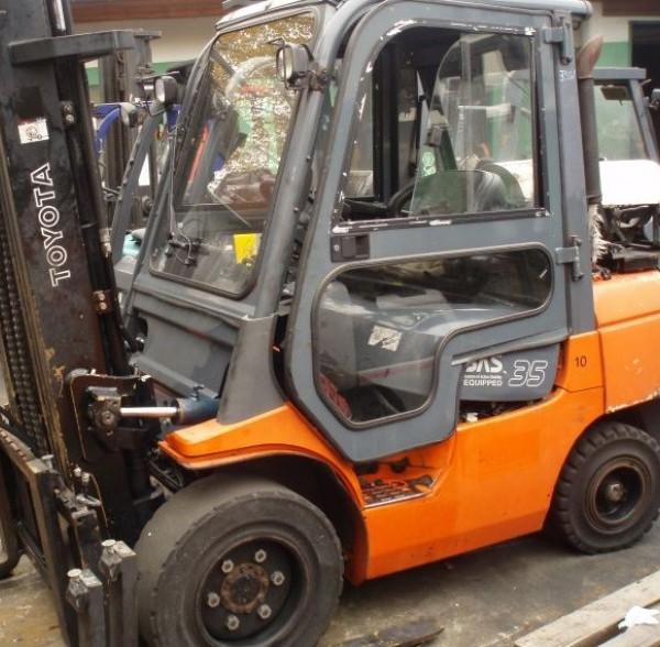 Wózek widłowy używany spalinowy LPG TOYOTA 02-7FGJF35a