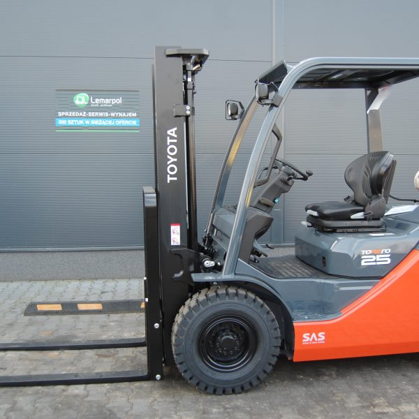 Wózek widłowy używany spalinowy LPG TOYOTA 02-8FGF25