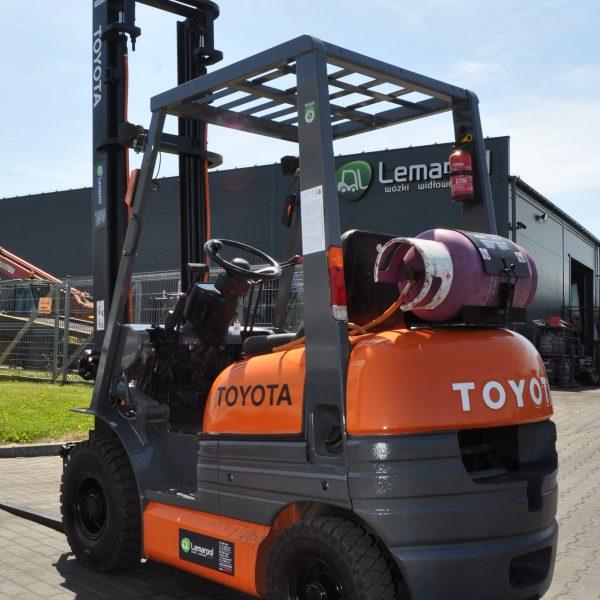 Wózek widłowy używany TOYOTA 02-6FGL10