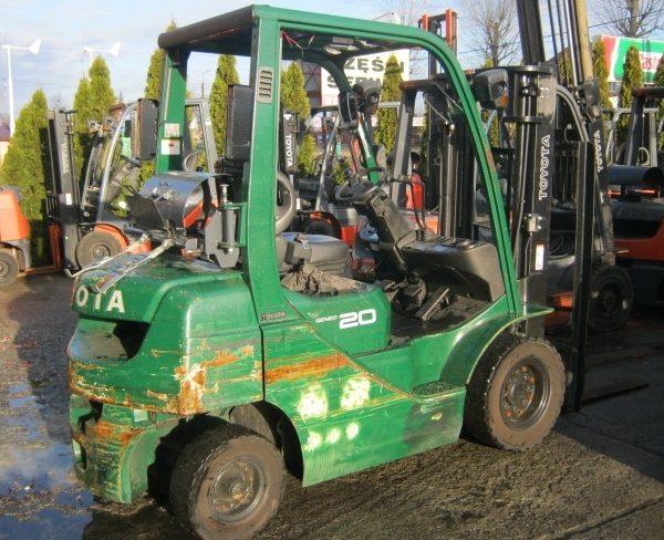 Wózek widłowy używany spalinowy LPG TOYOTA 02-8FGL20
