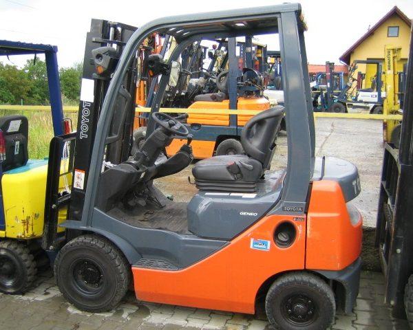 Wózek widłowy używany spalinowy LPGTOYOTA 8FG10