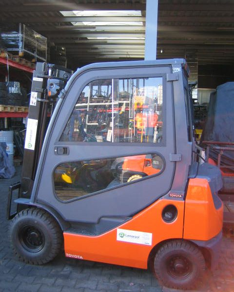 Wózek widłowy używany spalinowy LPG TOYOTA 8FGL14